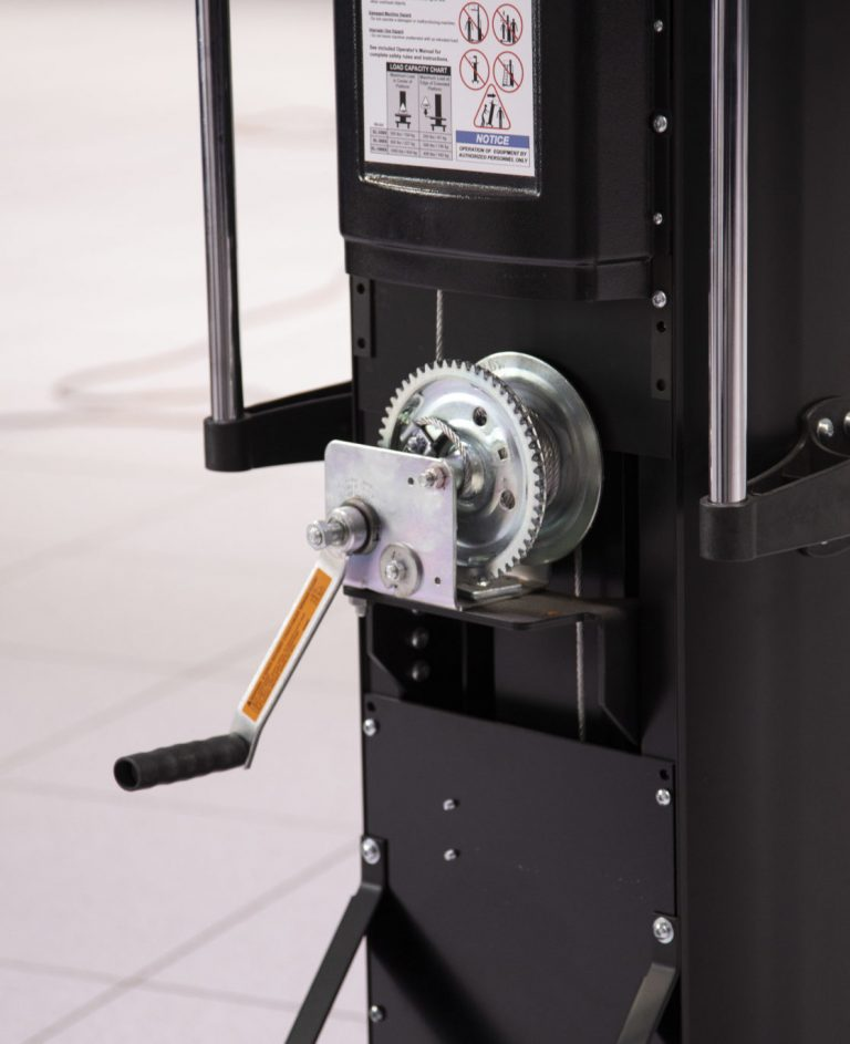 The SL-350X Hand-Cranked Data Center Lift features a professional-grade brake winch that provides enough mechanical advantage and stopping strength to handle any type of rack-mounted IT equipment up to 350 lb.
